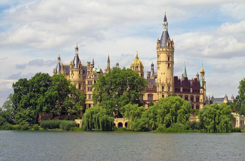 Das Highlight auf einer Radtour am Schweriner See: das Schweriner Schloss  Foto: Pixabay