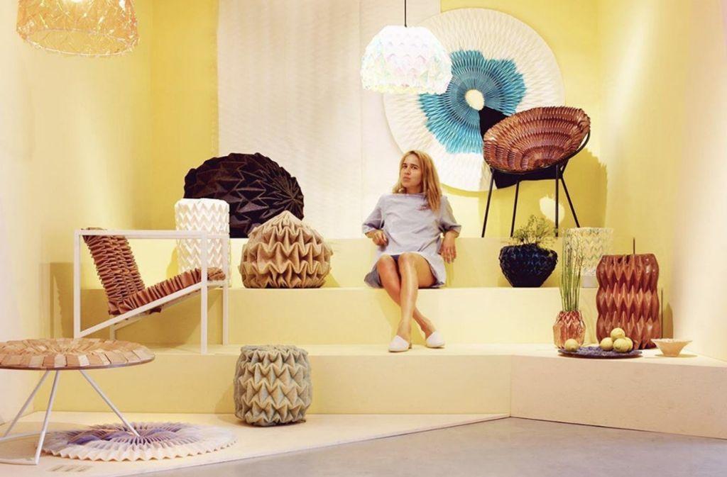 Jule Waibel in ihrer Ausstellung Foto: Jule Waibel