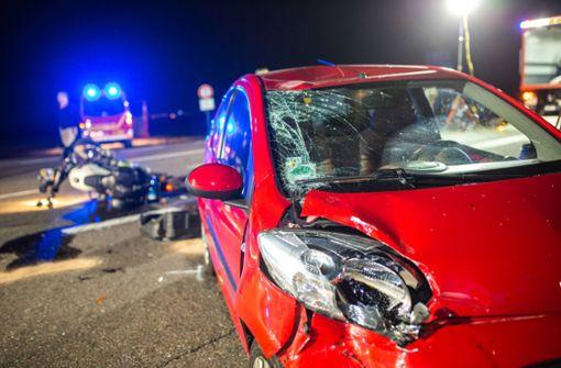 Motorradfahrer bei Unfall mit Auto schwer verletzt