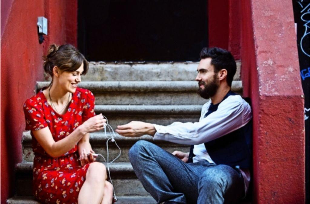 """Keira Knightly und Adam Levine in ihrem gemeinsamen Film """"Can a Song save your Life"""", der seit Donnerstag im Kino läuft. Foto: Verleih"""