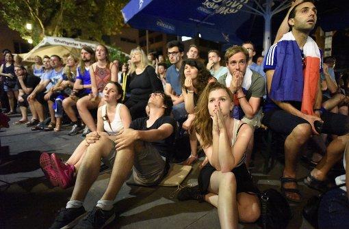 Tränen bei Frankreichs Fans auf dem Wilhelmsplatz