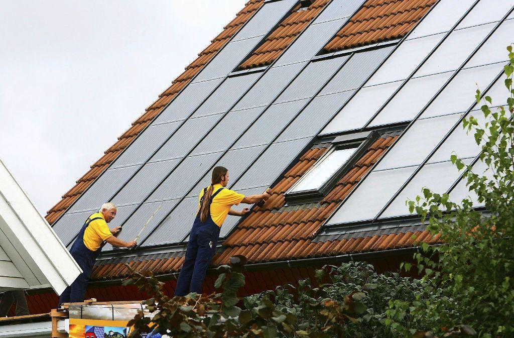Mit Fotovoltaikanlagen lässt sich Strom auf Dächern produzieren Foto: dpa-Zentralbild