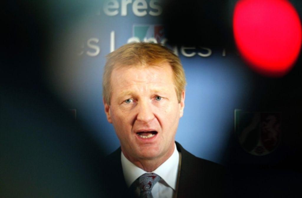 NRWs Innenminister will die sexuellen Übergriffe auf Frauen in der Silvesternacht nicht hinnehmen. Foto: dpa