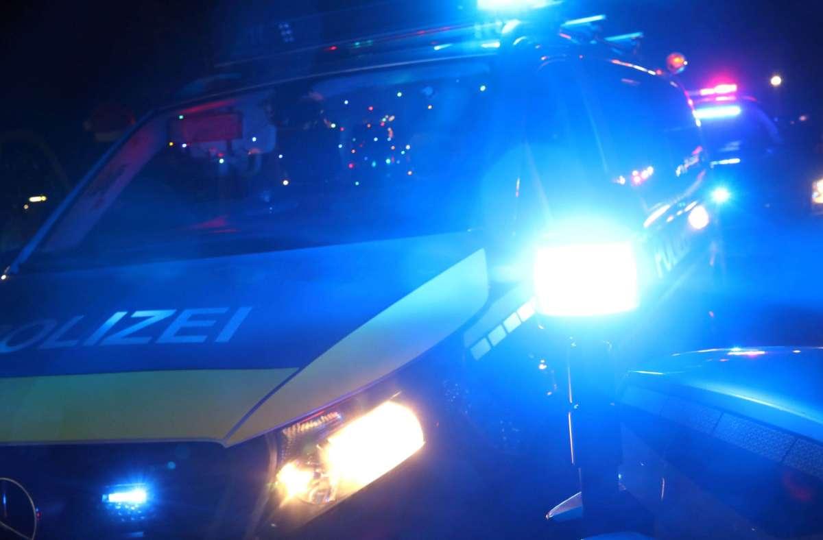 Die Polizei sucht nach einem Täter, der am Wochenende einen Lkw auf einem Baugelände in Korntal-Münchingen gestohlen haben soll. Foto: imago images/Sabine Gudath via www.imago-images.de