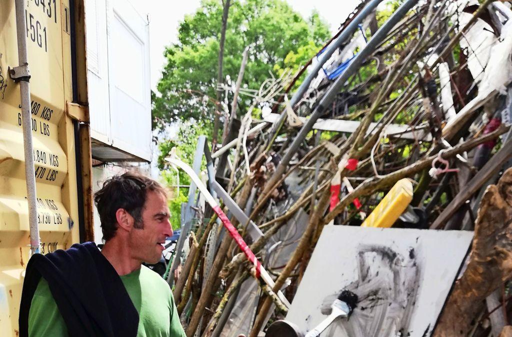 Thomas Putze benutzte auch eine Hantel als Pinsel Foto: Cedric Rehman
