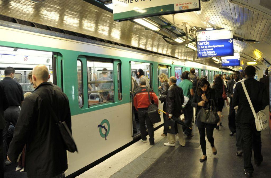 In der Pariser Metro kam es am Mittwoch zu einem Zwischenfall (Symbolbild). Foto: Horacio Villalobos/EPA/dpa