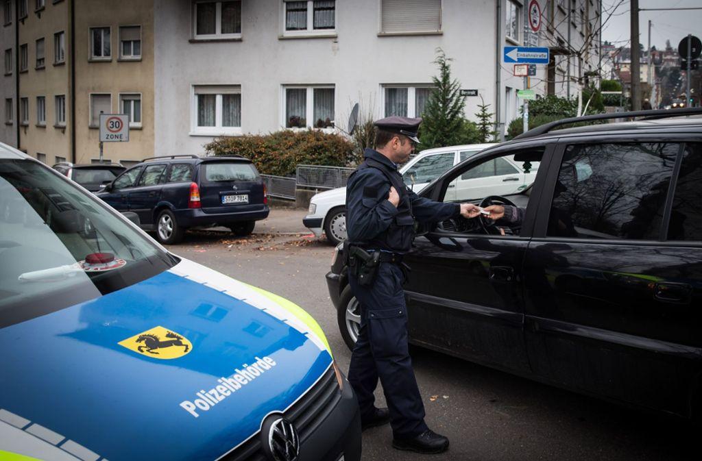 Die Polizeibhörde greift nach Ansicht des Fuss e. V. zu selten gegen Falschparker durch. Foto: Lichtgut/Achim Zweygarth