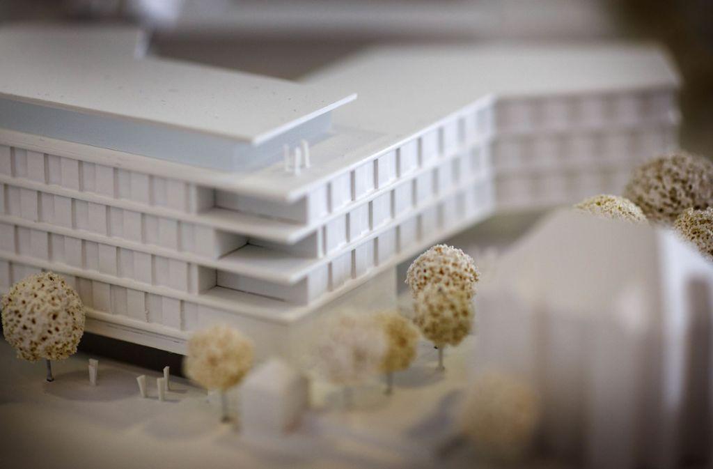 Das neue Gebäude soll sich möglichst nahtlos an das bestehende Landratsamt anfügen. Foto: Gottfried Stoppel