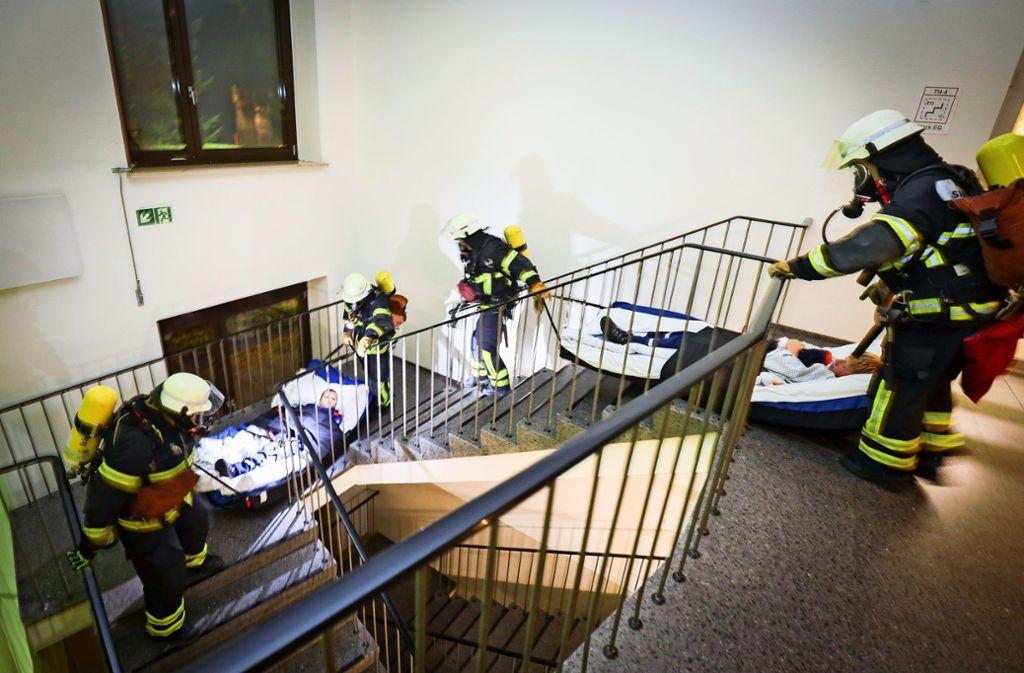 Im Brandfall sind die Aufzüge außer Betrieb. Dann müssen Patienten über das Treppenhaus evakuiert werden. Foto: factum/Simon Granville
