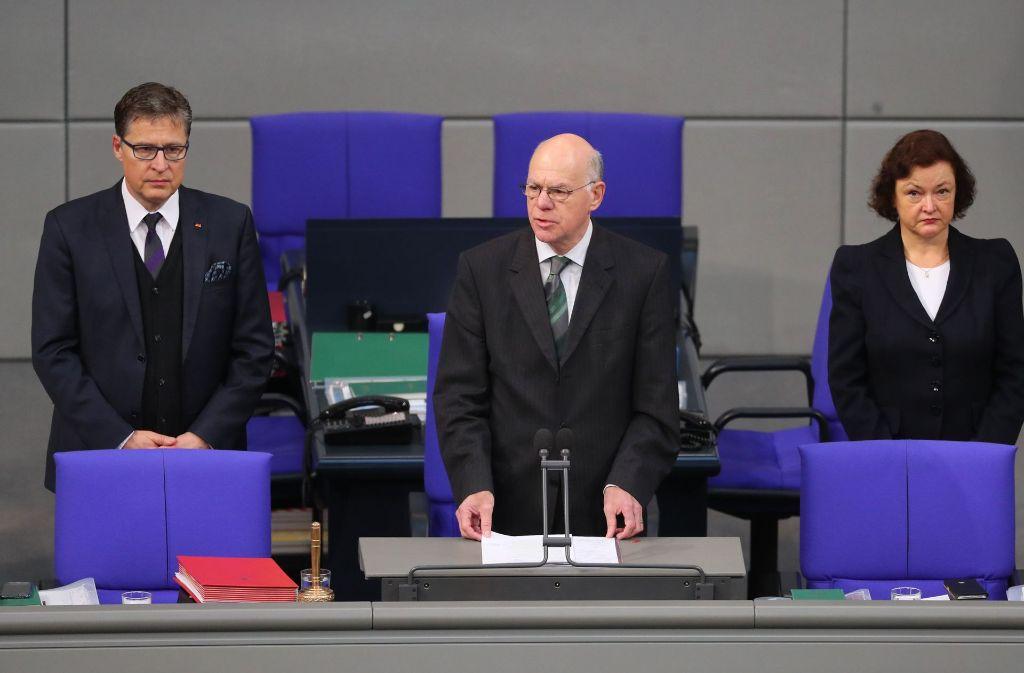 Der Bundestag hat der Opfer des Anschlags von Berlin gedacht. Berlin-Bundestagspräsident Norbert Lammert hat Besonnenheit, aber auch Konsequenzen gefordert. Foto: dpa