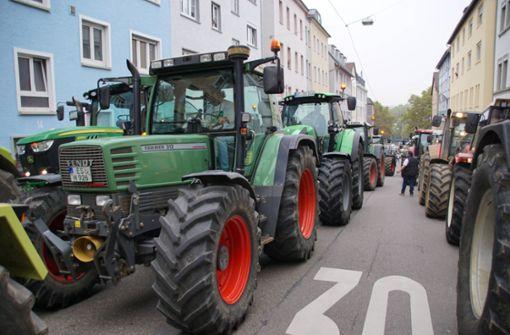Hunderte Traktoren legen Verkehr in der City lahm