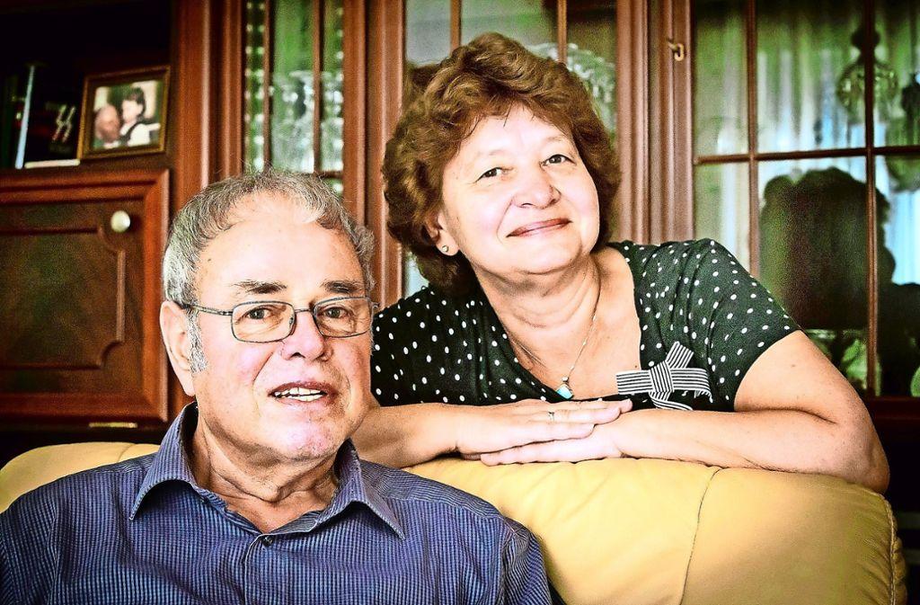 Barbara und Ulrich Endreß  haben sich von den Bewohnern der Föhrichstraße schon verabschiedet. Nach 35 Jahren hören sie auf. Foto: Lichtgut/Achim Zweygarth