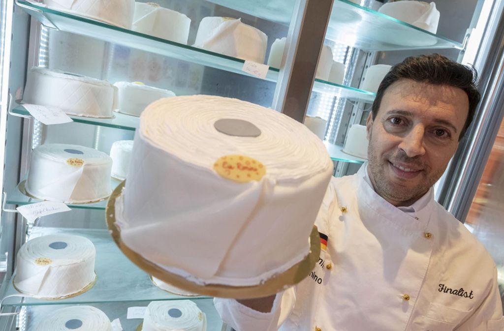 Der Konditor Pino Cimino aus Rastatt hatte eine gute Idee: Toilettenpapier-Torten. Foto: dpa/Uli Deck