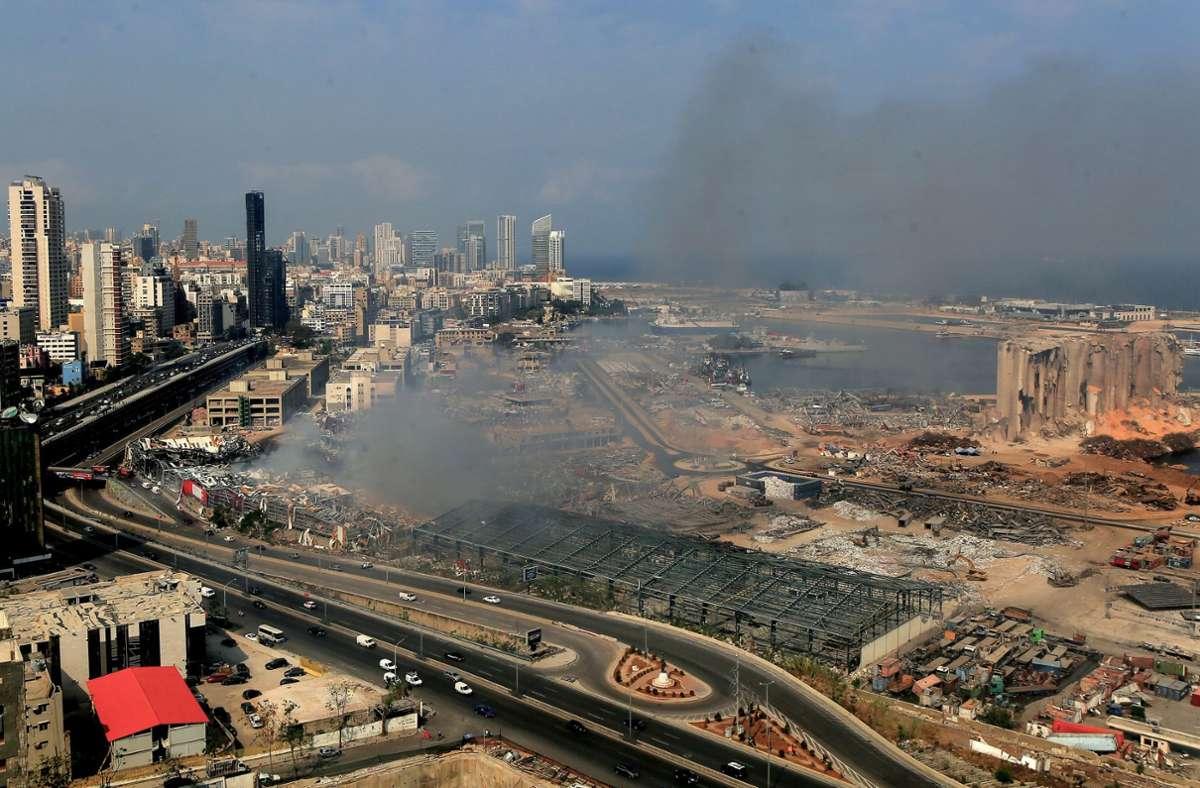Nach einem Jahr voller Krisen – unter anderem durch mehrere Brände in Beiruts Hafen – hat der Libanon nun eine neue Regierung (Archivbild). Foto: dpa/Marwan Naamani
