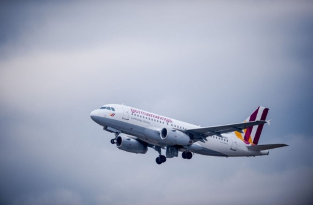 Schüler und Lehrer aus Haltern am See fliegen ein Jahr nach der Germanwings-Katastrophe wieder nach Barcelona. (Symbolfoto) Foto: dpa