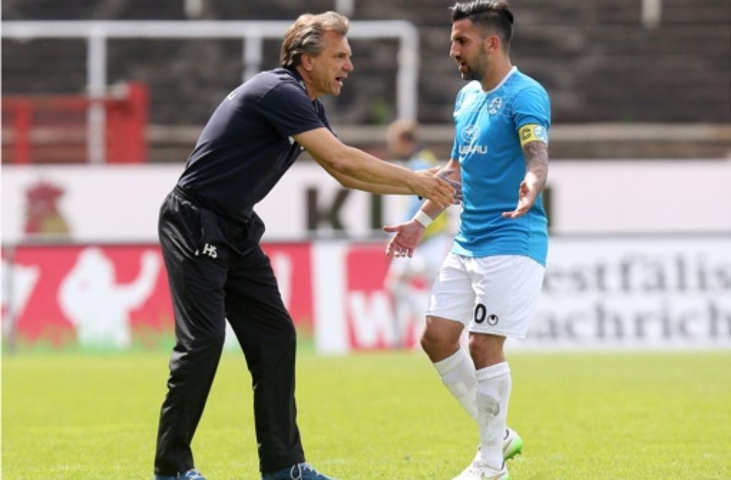 Trainer Steffens Sorgenkind: der Kapitän Enzo Marchese (re.) hat Rückenprobleme Foto: Baumann