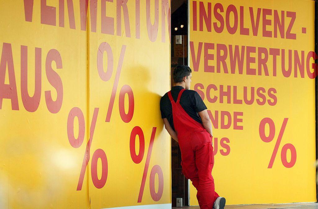 Egal, wie schnell die Corona-Pandemie bewältigt wird: Die deutsche Wirtschaft wird in diesem Jahr – auch wegen  Ladenschließungen – in jedem Fall schrumpfen. Foto: dpa/Martin Gerten