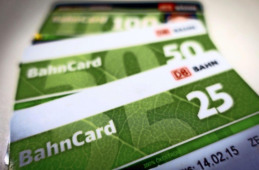 Die Bahncard 25 und die Bahncard 50 werden günstiger. Foto: dpa/Kay Nietfeld