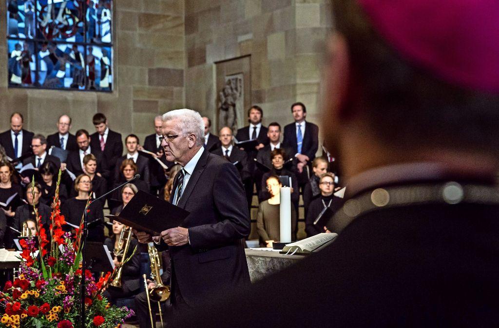 Schriftlesung   beim   feierlichen Morgengottesdienst  in der Stiftskirche: Ministerpräsident Winfried Kretschmann Foto: Lichtgut/Julian Rettig