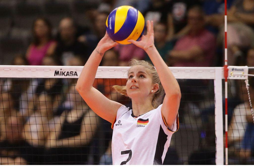 Erst 21 Jahre alt, leidet aber bereits an Verschleißerscheinungen:  Pia Kästner vom deutschen Meister Allianz MTV Stuttgart. Foto: Baumann