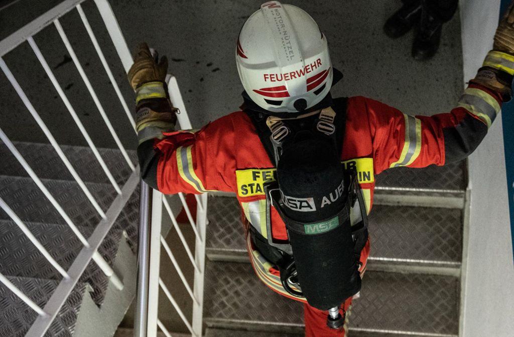 Wegen eines rätselhaften Brandgeruchs alarmierten Partygäste in Kirchheim die Feuerwehr. (Symbolfoto) Foto: dpa