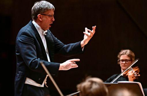 """Hans-Christoph Rademann wird am 30. Januar gemeinsam mit der Gaechinger Cantorey die zweite Ausgabe des Konzertformats """"Hin und weg"""" präsentieren. Stattfinden wird das Konzert dieses Mal in der Domkirche St. Eberhard."""
