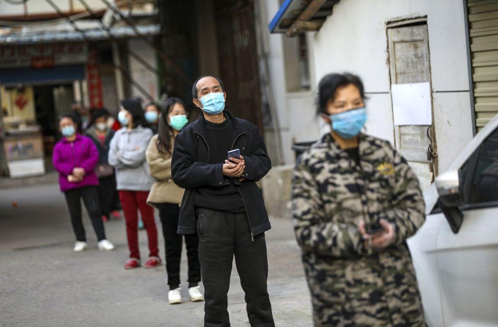 In China haben sich mehr als 80.000 Menschen mit dem Coronavirus infiziert. Die Sterberate liegt aber womöglich niedriger, als bisher angenommen. Foto: AP/STR
