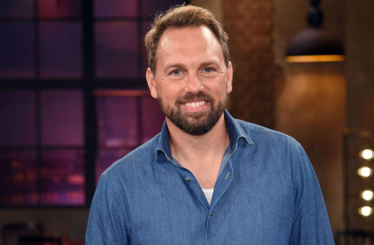 Der Moderator Steven Gätjen rätselt  in der dritten Folge der aktuellen Staffel mit Foto: dpa/Henning Kaiser