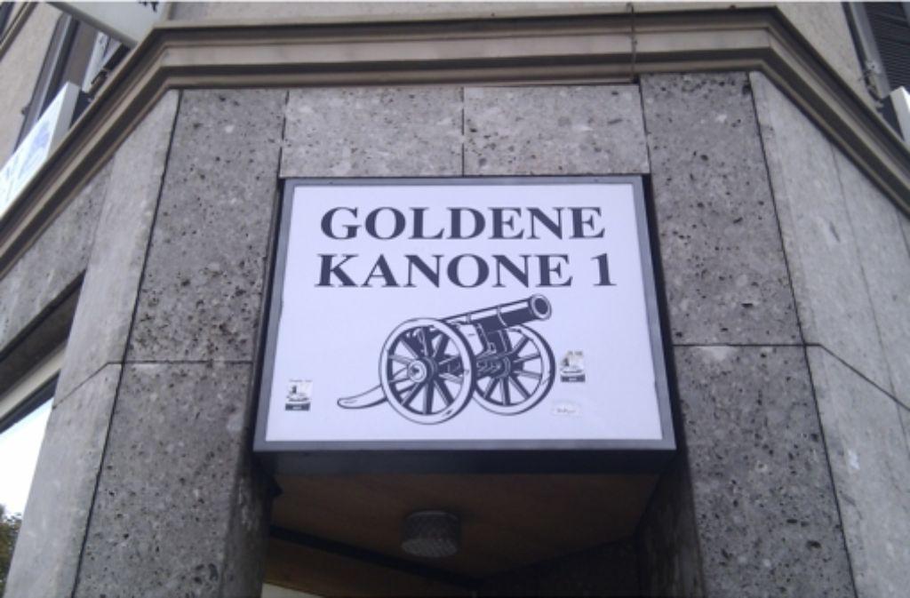 Die Fans des VfB haben der Goldenen Kanone ein Lied gewidmet. Foto: Treblin
