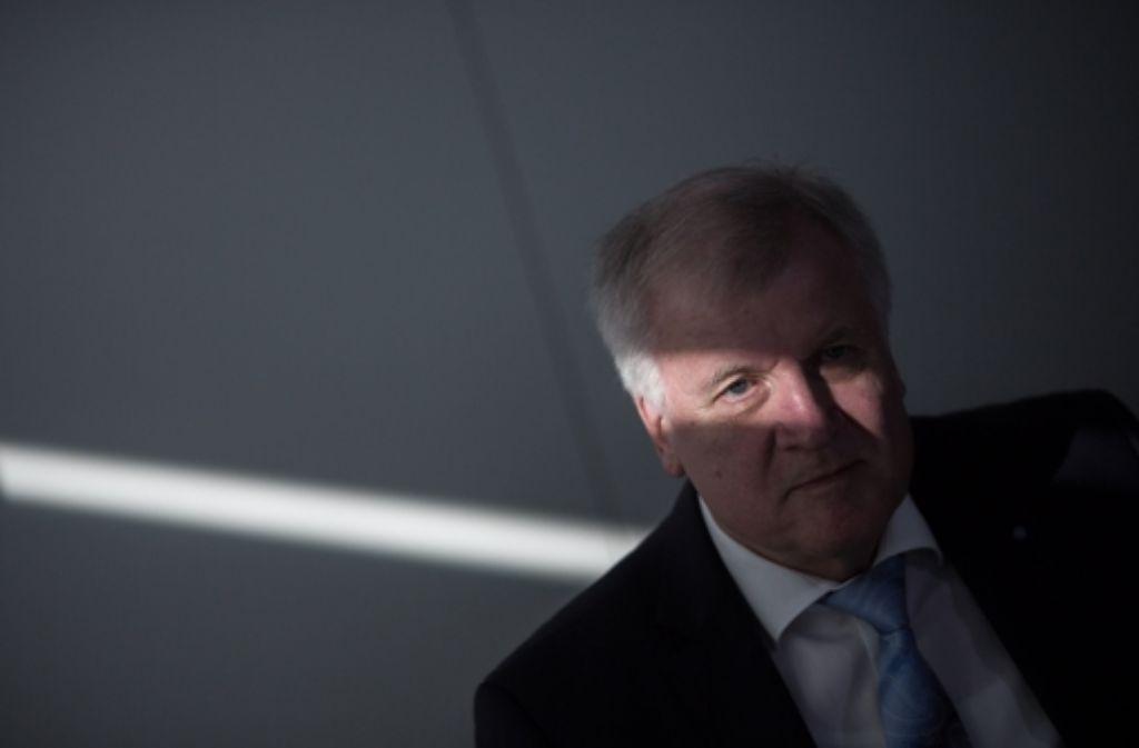 Horst Seehofer warnt, mahnt, droht – doch dabei bleibt es auch. Foto: dpa