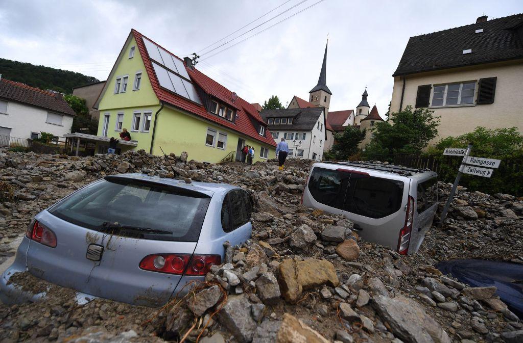 Am 30.05.2016 waren durch heftige Unwetter in Braunsbach zwei kleine Bäche über die Ufer getreten. Dadurch war ein großer Schaden entstanden. Foto: dpa