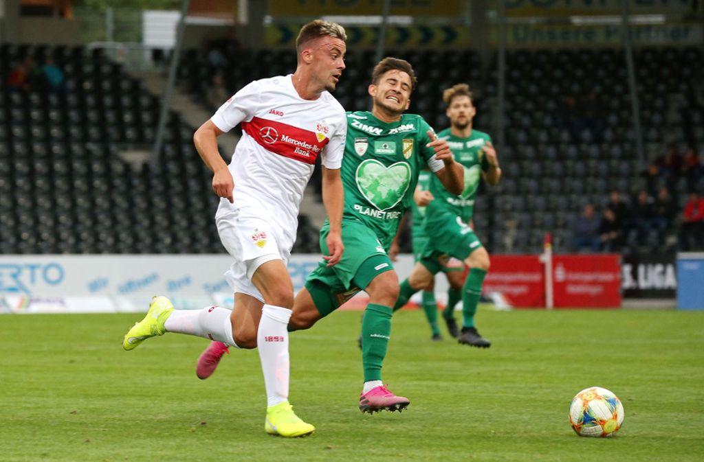 Neuzugang Philipp Förster zieht beim Spiel gegen Lustenau zum Sprint an. Foto: Pressefoto Baumann