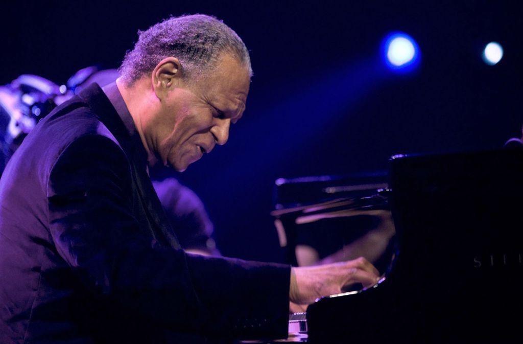 Hingebungsvoll wie immer: McCoy Tyner 2009 beim Jazzfestival von Montreux Foto: AP/Dominic Favre