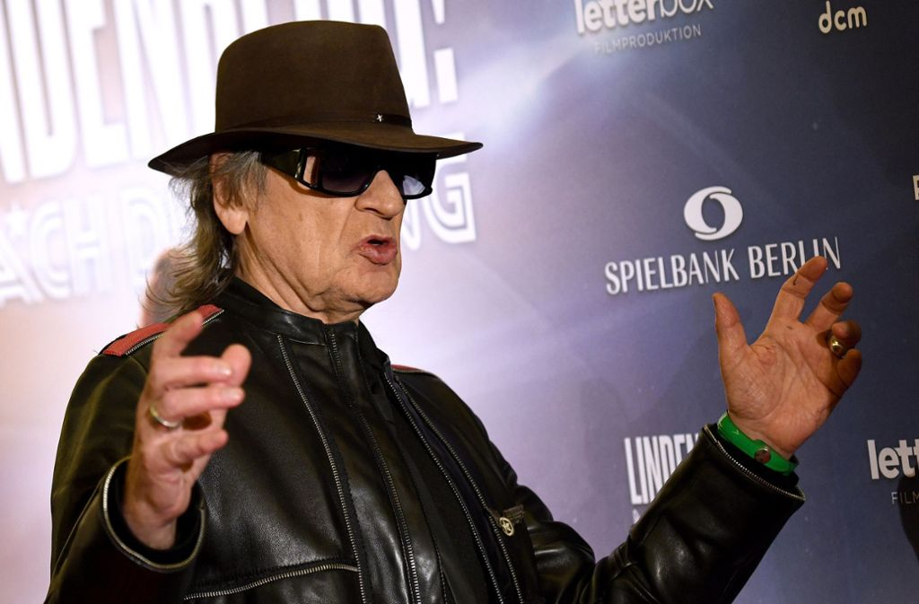 """Udo Lindenberg, hier bei der Filmpremiere in Hamburg, wünscht sich mehr Frauen im Rock-Geschäft. Klicken Sie sich durch die Bilderstrecke zum Biopic """"Lindenberg! Mach dein Ding""""! Foto: dpa/Caroline Seidel"""