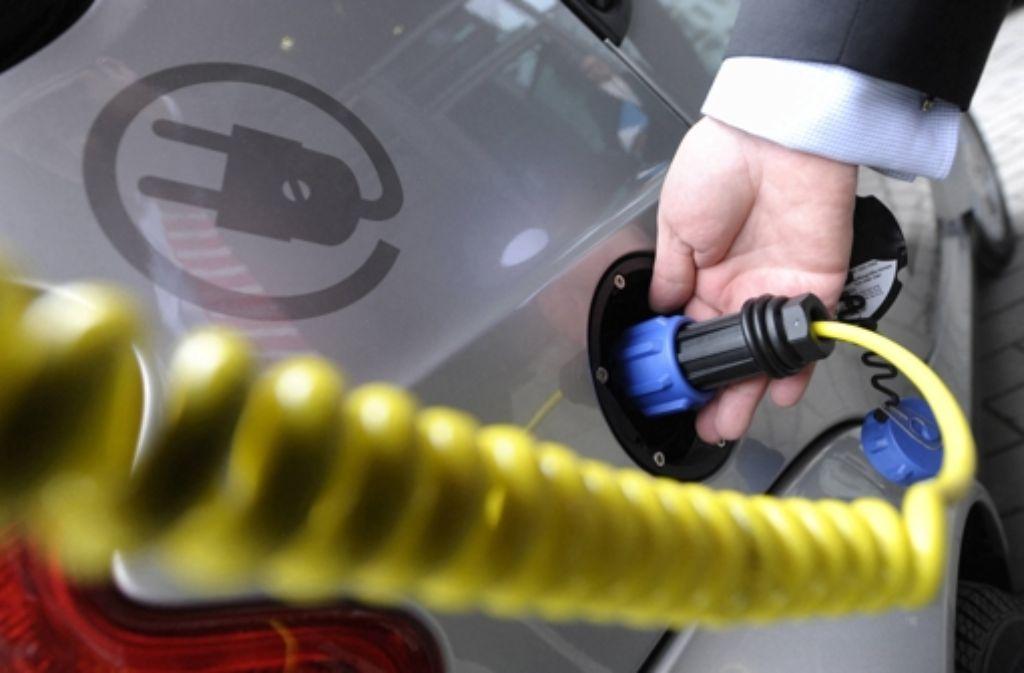 Ziel der  Autobranche  ist, über Steuervergünstigungen den Absatz von Elektroautos anzukurbeln. Doch die Politik will nicht mitspielen. Foto: dpa