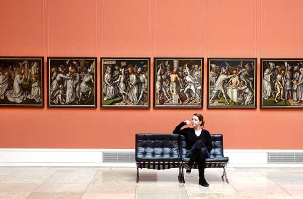 Sechs der insgesamt zwölf Bildtafeln der Grauen Passion, bevor sie den Restauratoren übergeben wurden. Bis 2008 hingen sie im Altbau der Staatsgalerie. Foto: dpa