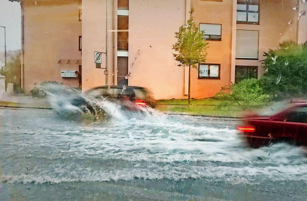 Gewaltige Hochwasser hat es zuletzt gegeben, wie hier in an der Hauptstraße in Gebersheim. Foto: LKZ-Archiv