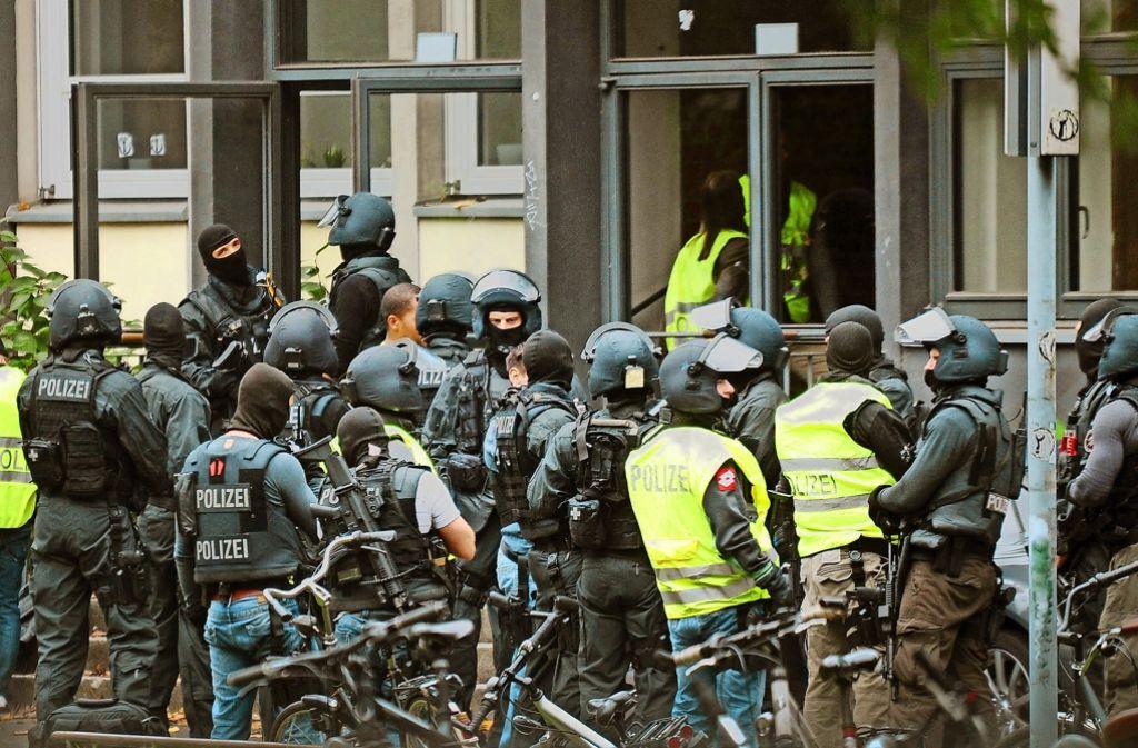 Es muss nicht immer  Amokalarm sein, wie in der Vergangenheit vor dieser Kölner Schule - Schulpsychologen sind vielfach gefragt. Foto: dpa