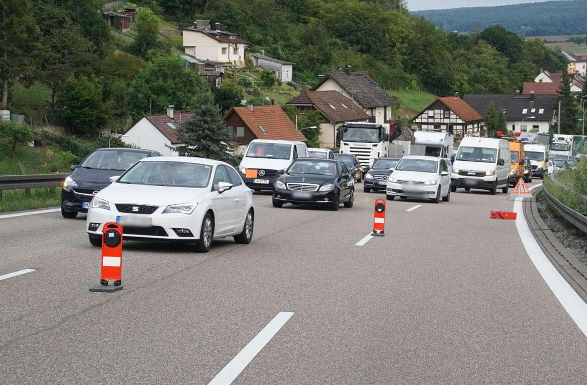 Auch bei Unfällen kommt es vor, dass auf der A 8 mal kein Durchkommen ist. Am Wochenende ist die Strecke für zwei volle Tage gesperrt. Foto: SDMG/Gress