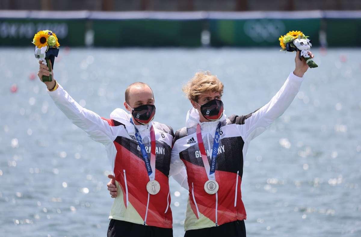 Silber für das Ruder-Duo Jonathan Rommelmann und Jason Osborne (r.) aus Deutschland Foto: dpa/Jan Woitas