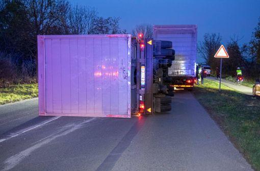 Lkw-Anhänger verliert 11 Tonnen Elektronikartikel
