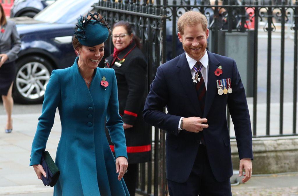 Prinz Harry und seine Schwägerin Kate auf dem Weg zum Gottesdienst. Foto: PA Wire