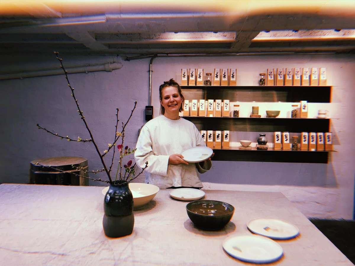 Grasler Tee und Keramik sind Werkstatt und Laden in einem, das war Lena Grasler vor Anfang an wichtig. Foto: Tanja Simoncev