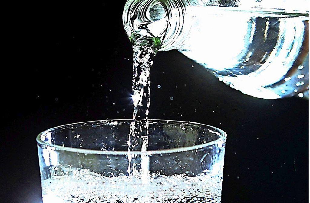 Trinken ist bei Hitze das A und O, sagt der Arzt. Foto: dpa/
