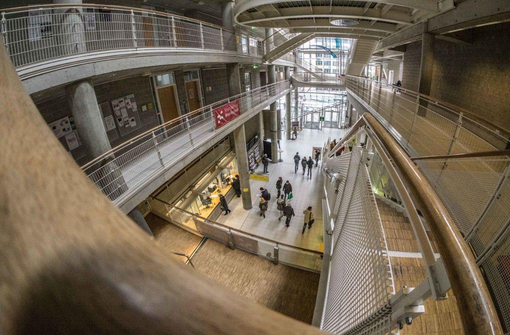 Markantes Haus: der Treffpunkt Rotebühlplatz, Sitz der Volkshochschule Stuttgart. Foto: Lichtgut/Max Kovalenko