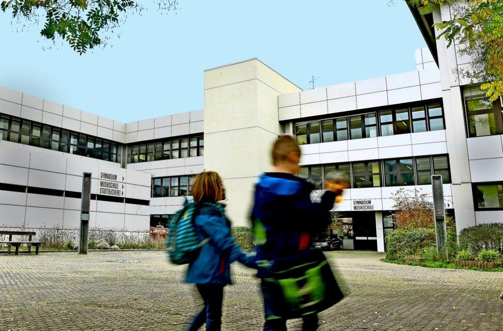 Das Bildungszentrum in Schriesheim muss dringend erneuert werden – für 70 Millionen Euro. Die energetischen Anforderungen und die Brandschutzvorschriften seien dabei die Kostentreiber, sagt der Bürgermeister. . Foto: dpa