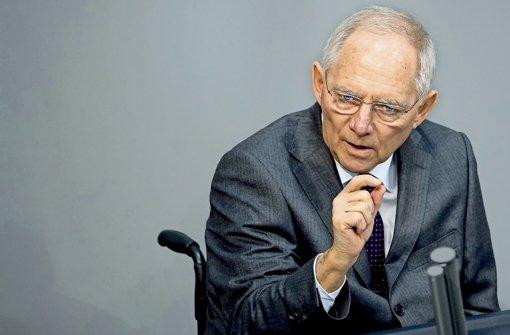 Finanzminister Schäuble setzt bei der Neuregelung der Erbschaftsteuer Prioritäten: Es gehe nicht darum, Erben zu schonen, sondern Betriebe und Arbeitsplätze zu schützen. Foto: dpa