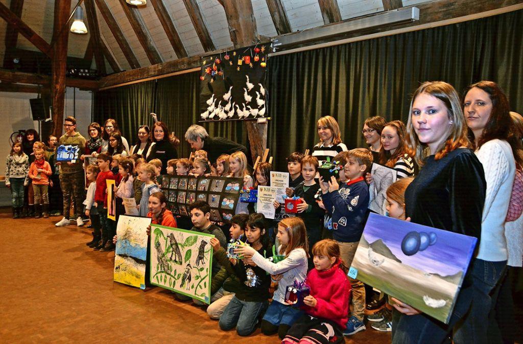 Die Schüler erhielten am Sonntag im Rahmen der Schulbilderschau Urkunden und Vaihinger Taler. Foto: Fatma Tetik