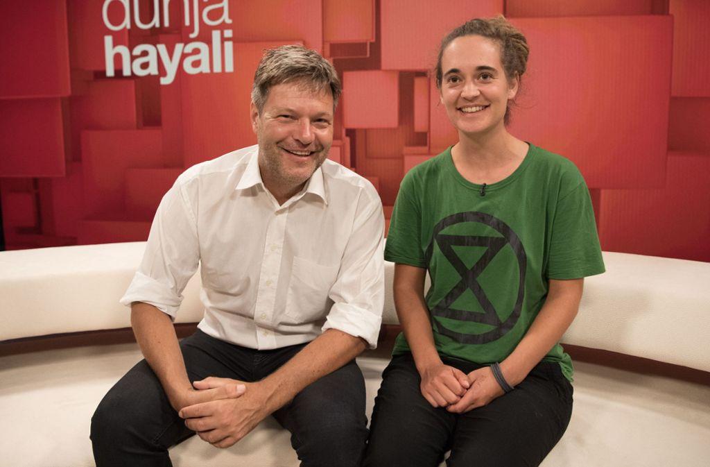 Robert Habeck (Bündnis90/Die Grünen) und Carola Rackete  sind zu Gast in der ZDF-Talkshow Dunja Hayali. Foto: Jörg Carstensen/dpa