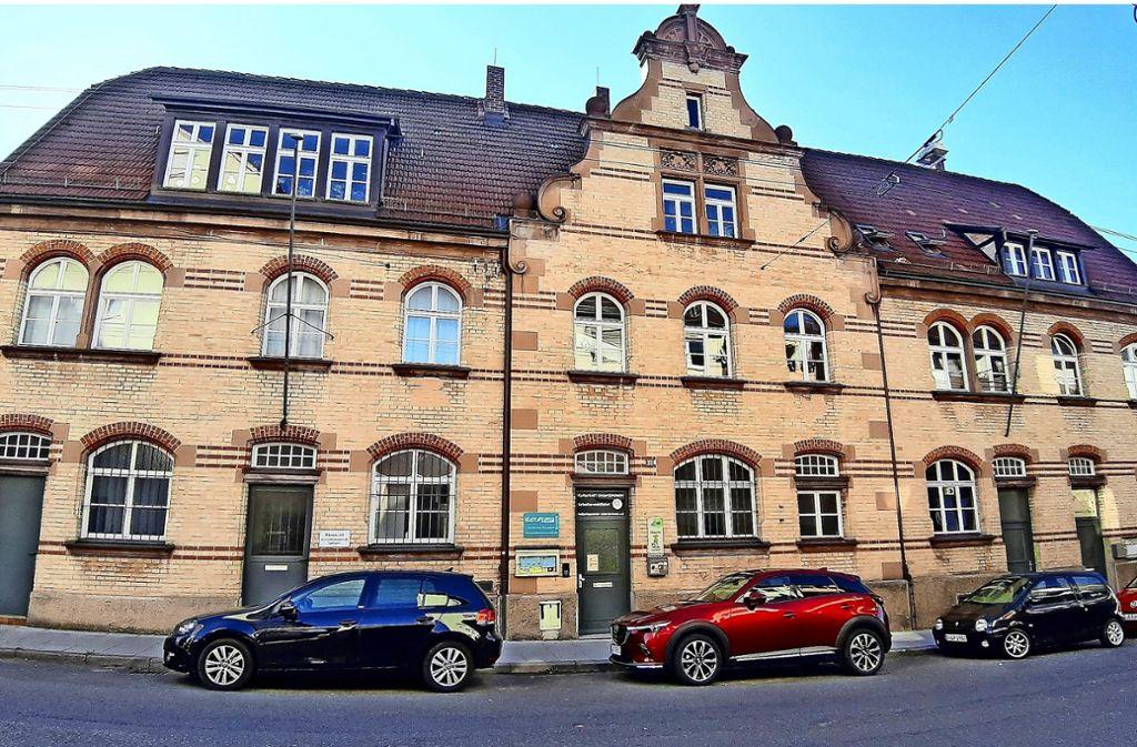 Das Gebäude  Stümpfelbacher Straße 38 trägt jetzt den Namen Julius-Lusser-Haus. Foto: Elke Hauptmann